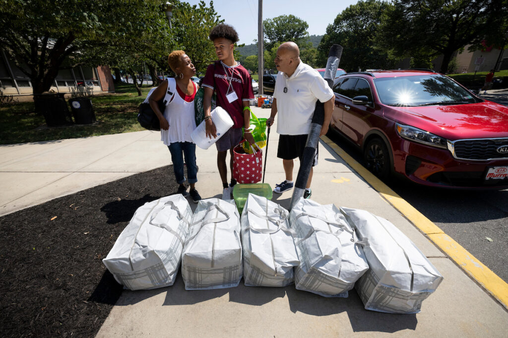 Students move in to residence halls